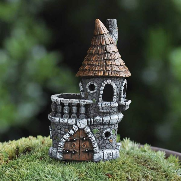 7cm high fairy house in the form of a castle, designed for miniature gardens